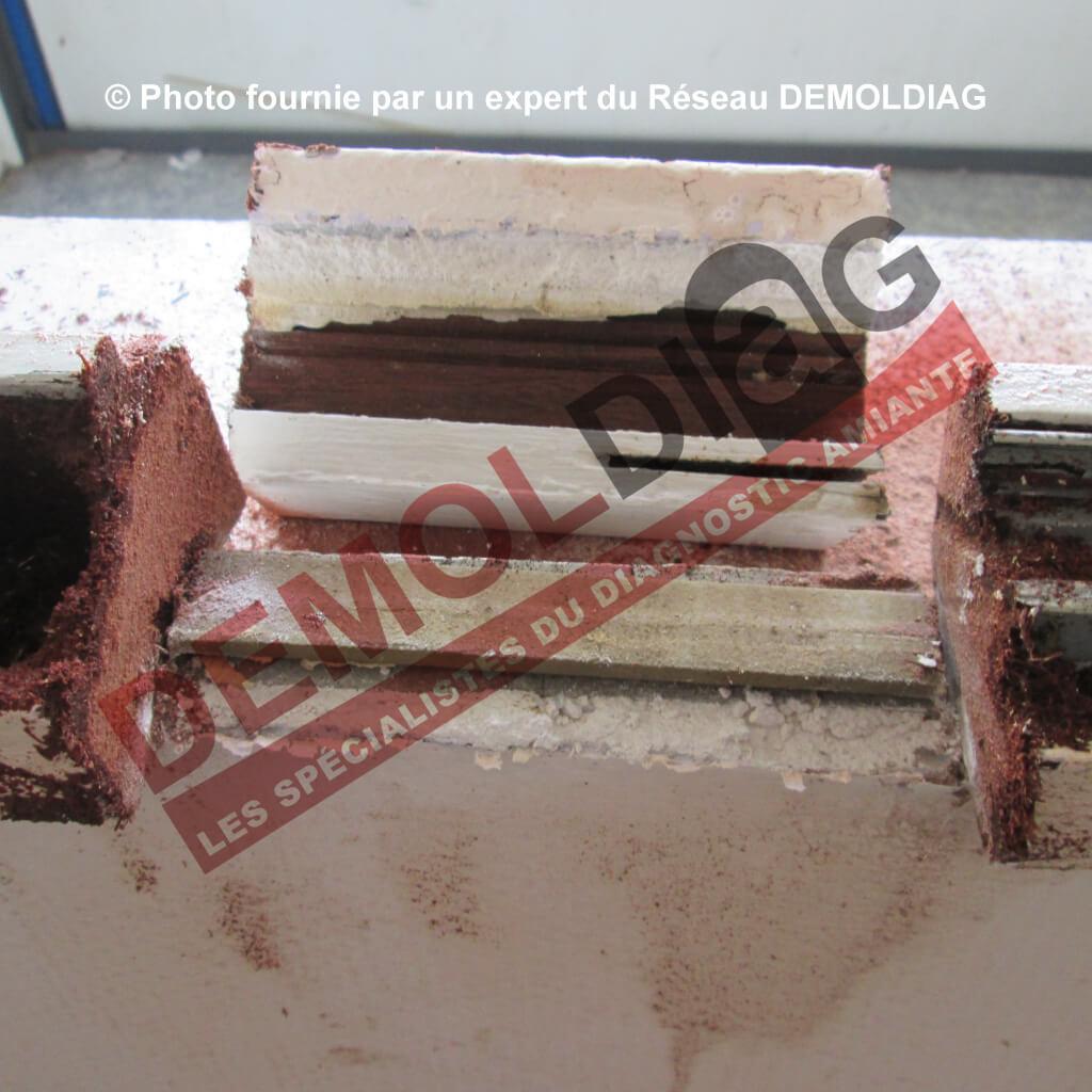 Rénovation énergétique : Menuiserie bois comportant un joint d'étanchéité type compriband susceptible d'être impacté par les travaux de dépose du dormant
